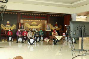 Bupati Tulangbawang Hj Winarti SE.MH Menyerahkan Langsung Bantuan Secara Simbolis ke Pondok Pesantren di 12 Kecamatan