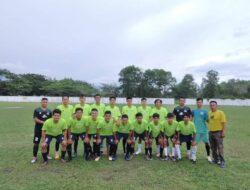 Lurah Duri Barat Berikan Bantuan   Kepada Tim Sukajaya FC Duri