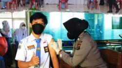Polres Pringsewu Mengadakan Kegiatan Vaksinasi Goes to Campus Tahap pertama di SMA N 1 Pringsewu
